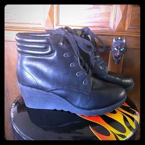 Cute pair of Bongo wedge heeled work boots 10